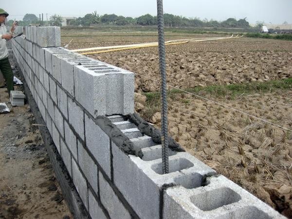 Phú Điền - Sử dụng cốt thép trong khi xây gạch block