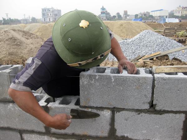 Phú Điền - Các mạch vữa đều nhau khi xây tường bằng gạch block